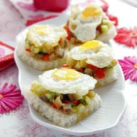 recetas navidad tostadas molde con pisto y huevos de codorniz